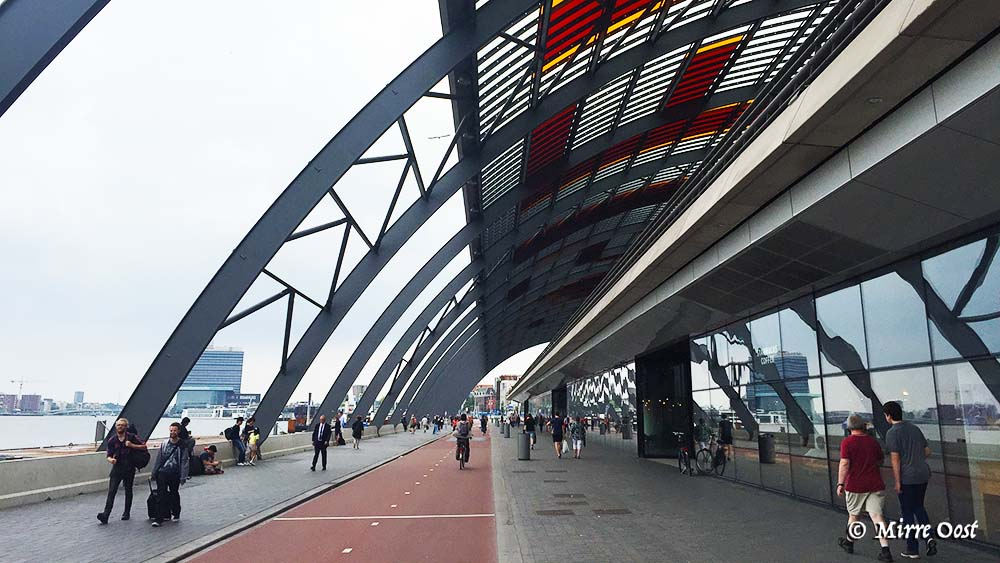 Centraal-Station-Amsterdam-fietspad