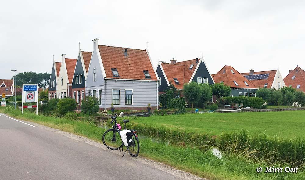 Fietsroute-Volendam-023b-fiets-bij-Zuiderwoude