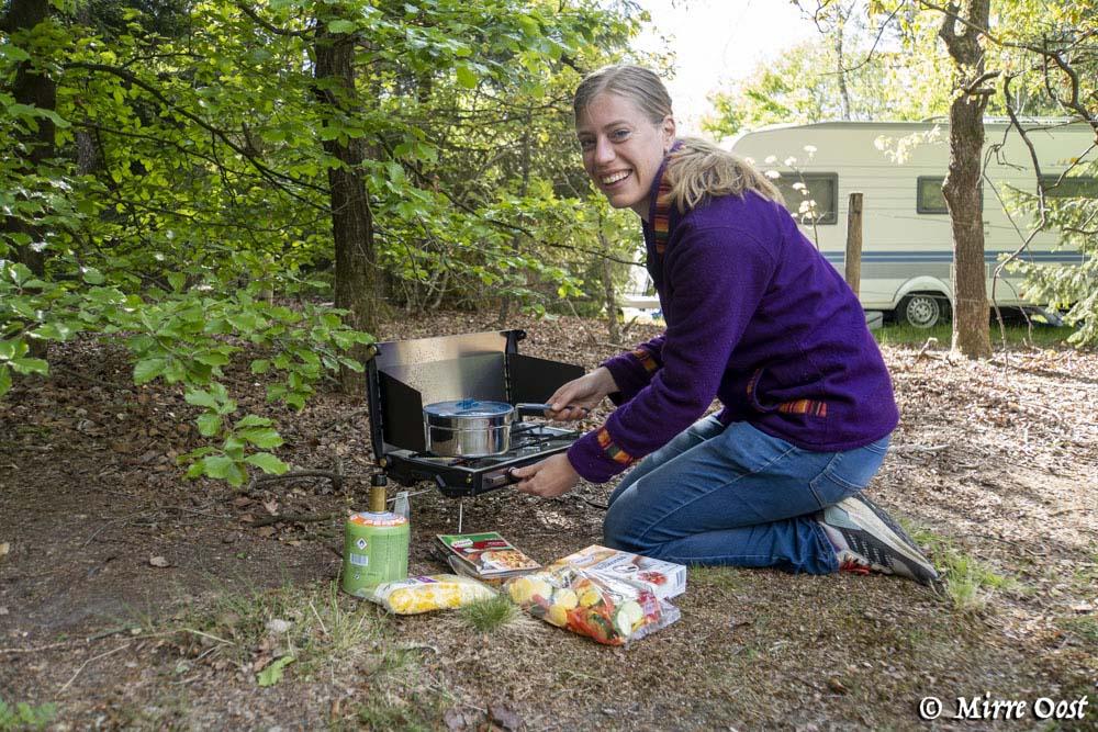 Koken op een gasstelletje van Primus-11