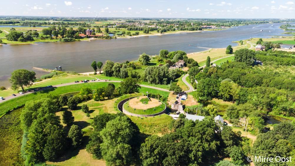 Fort-Vuren-luchtfoto-Mirre-Oost